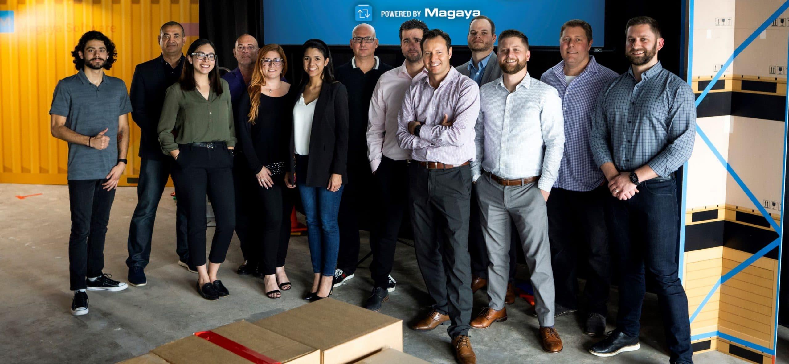 El equipo de Magaya se reúne en un almacén para el evento Dimensioner